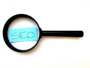 Image of magnifying glass and SEO written on a post-it note