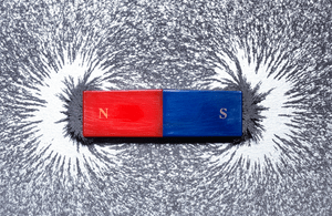 Image of a magnet and iron filings